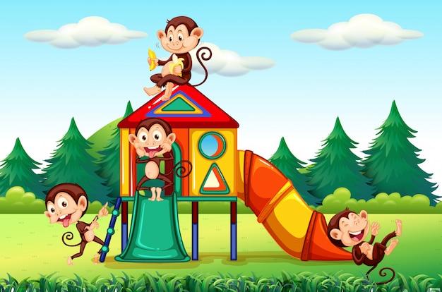 Macaco brincando no playground Vetor grátis