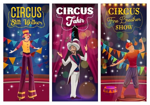 Mágico dos desenhos animados de circo, andador de pernas de pau e respirador de fogo realizando truques na grande arena Vetor Premium