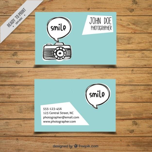 Mão câmara desenhada e bolha do discurso cartão de fotografia Vetor Premium