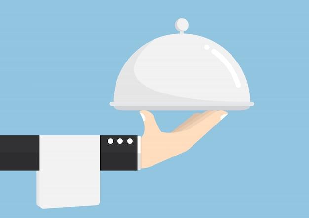 Mão de garçom segurando a bandeja de prata Vetor Premium