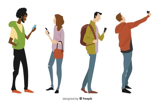 Mão desenhada jovens segurando smartphones Vetor grátis