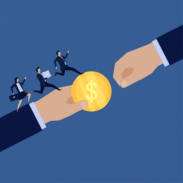 Mão plana de negócios dar moeda para outros e equipe executar trazer papéis metáfora de trabalhar juntos. Vetor Premium