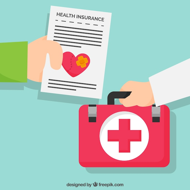 Mãos com o documento do seguro de saúde e kit de primeiros socorros Vetor grátis