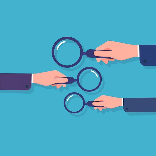 Mãos segurando uma lupa. pesquisa de informações, pesquisa de dados comerciais e detetive. conceito de desenho animado com lupa Vetor Premium