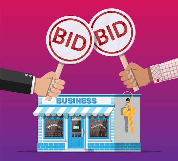 Mãos segurando uma raquete de leilão. placa de oferta. imóveis, loja de construção de casa ou propriedade comercial. concorrência de leilões. vender ou comprar novos negócios. Vetor Premium