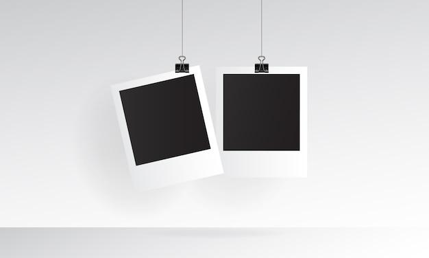 Maquete realista foto polaroid com suspensão Vetor Premium