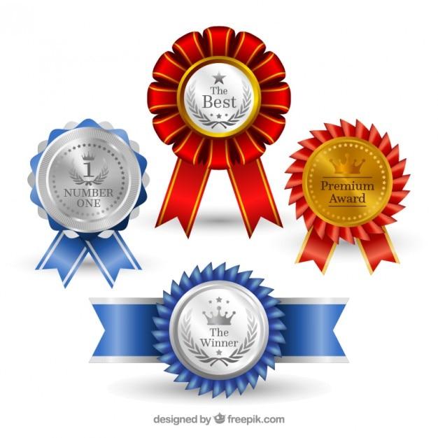 Medalhas realistas com detalhes azuis e vermelhas Vetor grátis