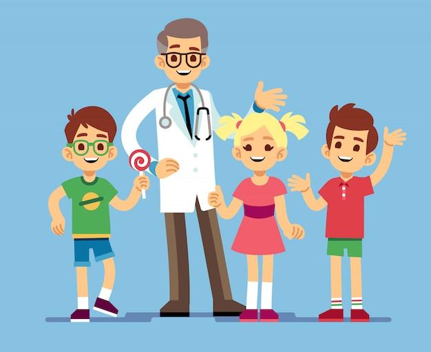 Médico pediatra masculino bonito e felizes crianças saudáveis. saúde infantil Vetor Premium