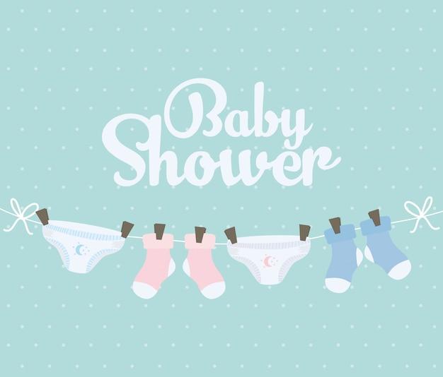 Meias de bebê e fraldas penduradas roupas Vetor grátis