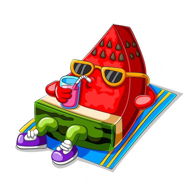 Melancia engraçado dos desenhos animados, tomando banho de sol e bebendo suco Vetor Premium
