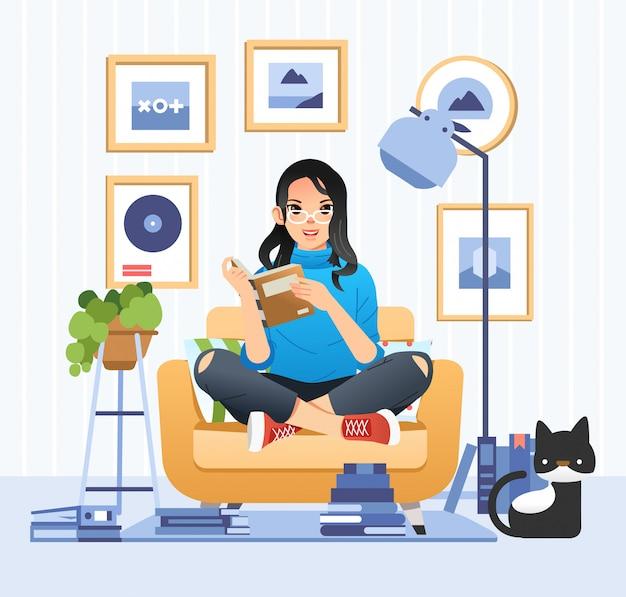 Menina bonita de óculos lendo um livro na sala de estar com o gato ao lado de sua ilustração para o dia internacional da alfabetização Vetor Premium