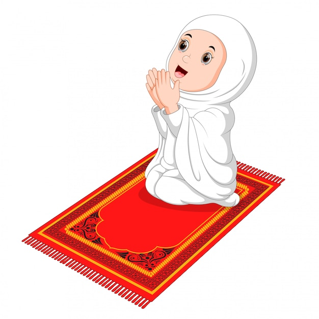 Menina muçulmana sentado no tapete de oração enquanto orava Vetor Premium