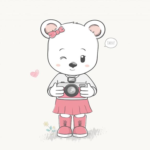 Menina urso bonito tirar uma foto dos desenhos animados mão desenhada vector Vetor Premium