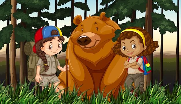 Meninas e urso pardo na selva Vetor grátis