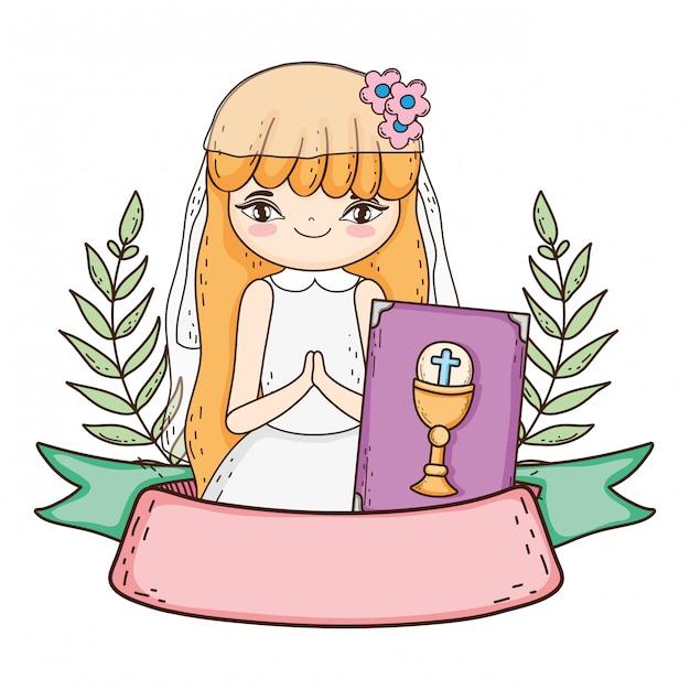 Menininha, com, bíblia, em, primeiro, comunhão, celebração Vetor Premium