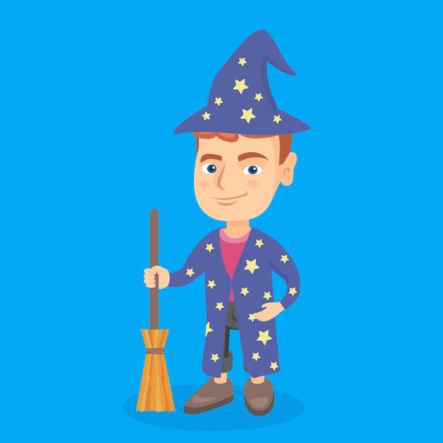 Menino caucasiano pequeno vestido como um mágico. Vetor Premium