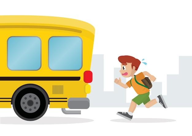 Menino correndo atrás de um ônibus escolar. Vetor Premium