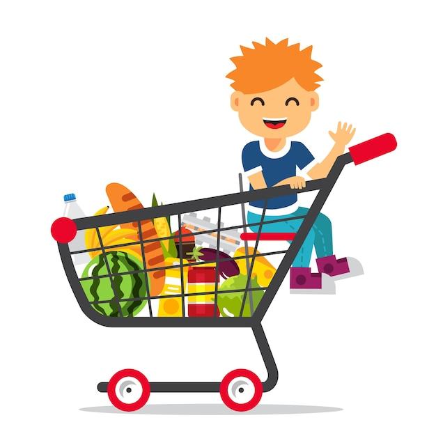 Menino sentado em um carrinho de compras do supermercado Vetor grátis