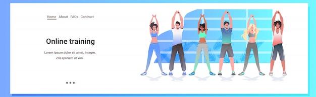 Misture raça pessoas fazendo yoga fitness exercícios treinamento estilo de vida saudável conceito homens mulheres malhando juntos horizontal comprimento total cópia espaço ilustração Vetor Premium