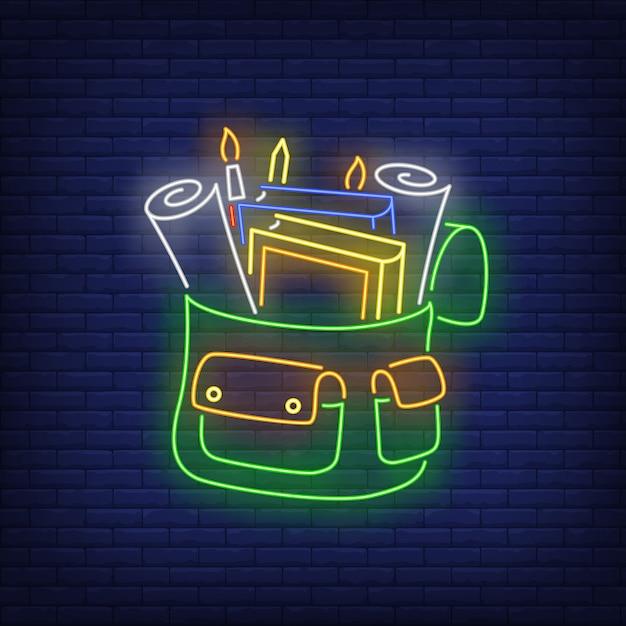 Mochila com sinal de néon de papelaria Vetor grátis