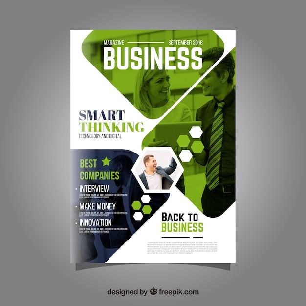 Modelo de capa de revista de negócios com modelo posando Vetor grátis