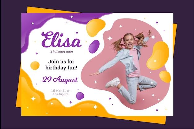 Modelo de cartão de aniversário infantil com foto Vetor grátis