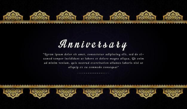 Modelo de cartão de convite de aniversário elegante com mandala dourada Vetor Premium