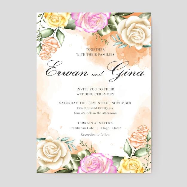 Modelo de cartão de convite de casamento com aquarela floral e folhas Vetor Premium