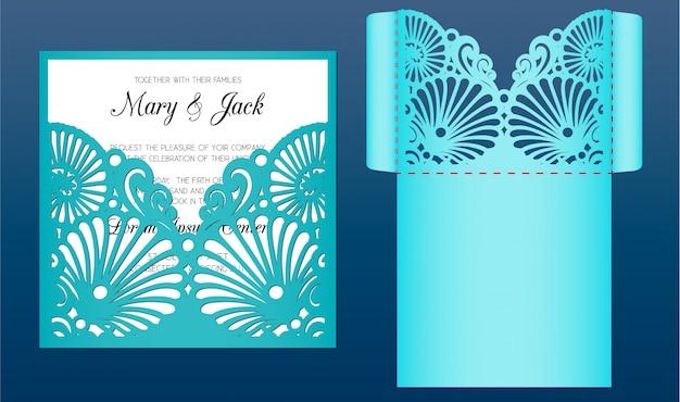 Modelo de cartão de convite de casamento de corte a laser em estilo marinho. envelope de bolso cortado com padrão de conchas do mar. adequado para cartões, convites, menus. Vetor Premium