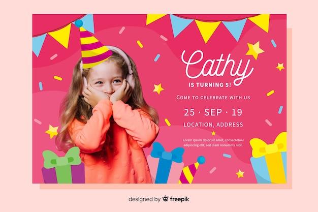 Modelo de convite de aniversário infantil com foto Vetor grátis