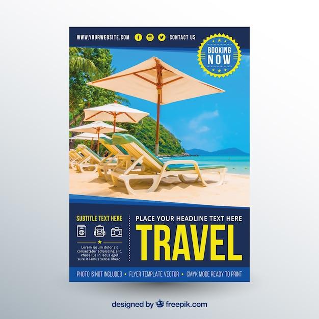 Modelo de folheto de viagens com fotografia Vetor grátis
