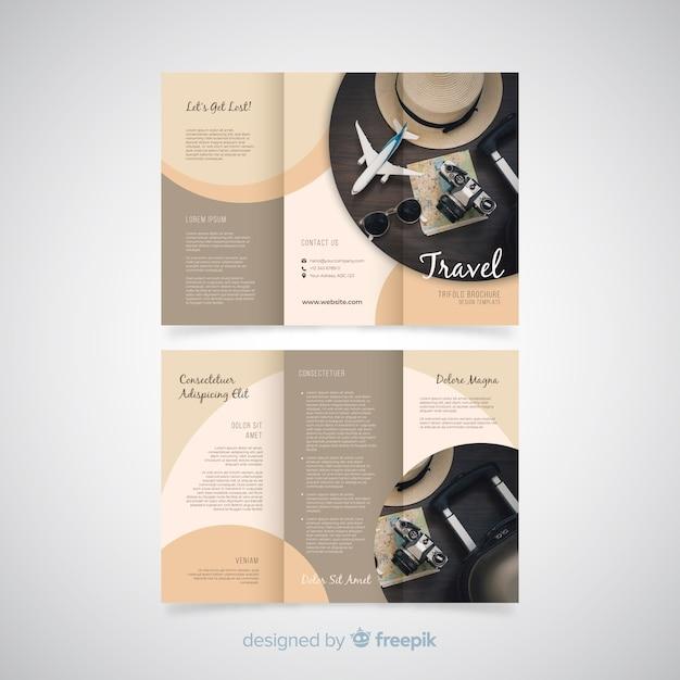Modelo de folheto de viagens com três dobras Vetor grátis