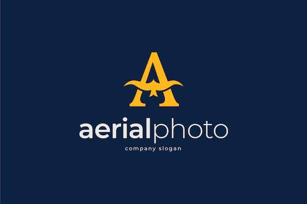 Modelo de logotipo de foto aérea Vetor Premium