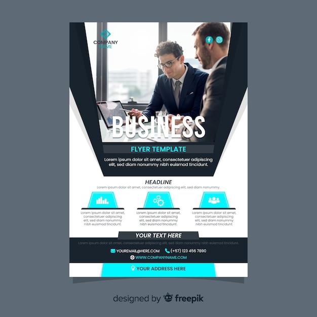 Modelo de panfleto de negócios com empresários Vetor grátis