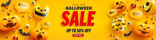 Modelo de pôster e banner de venda de halloween com balões de abóbora e fantasma de halloween bonito em fundo amarelo. site assustador, Vetor Premium