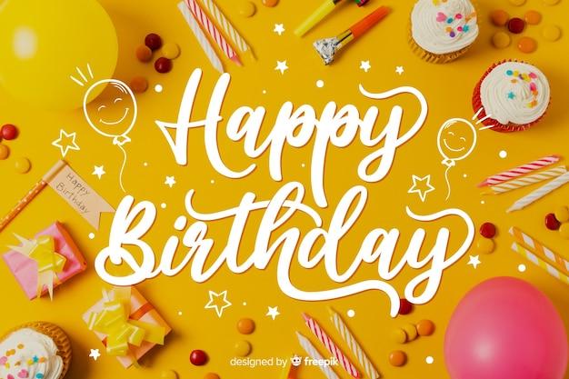 Modelo para o conceito de letras de feliz aniversário Vetor grátis