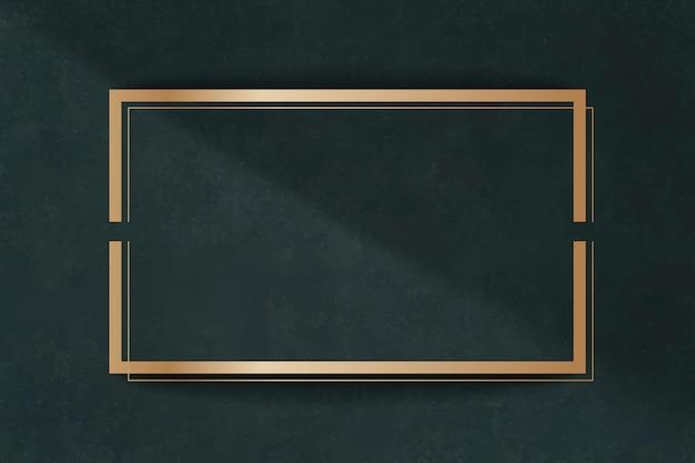 Moldura dourada em um cartão verde Vetor grátis