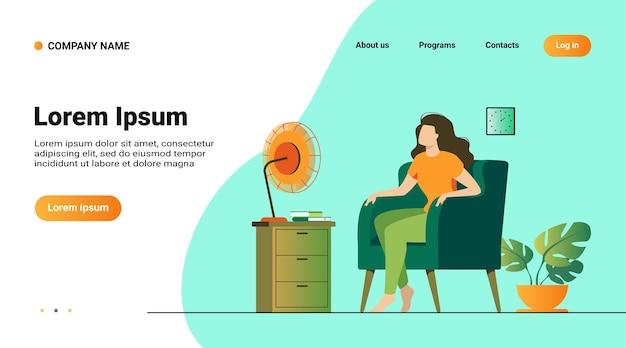 Mulher acondicionando ar em casa, sentindo calor, tentando se refrescar e sentando no ventilador Vetor grátis