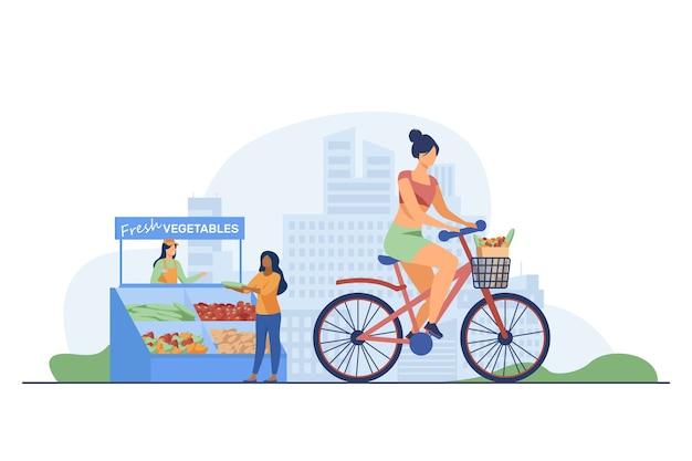 Mulher andando de bicicleta e comprando legumes frescos. Vetor grátis