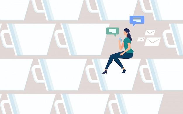 Mulher conversando on-line no vetor de coffee-break Vetor Premium