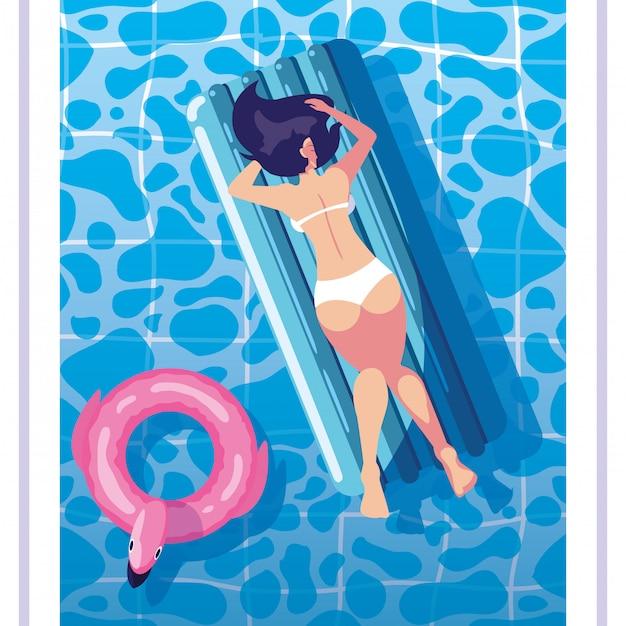 Mulher de bronzeamento em flutuar na piscina Vetor Premium