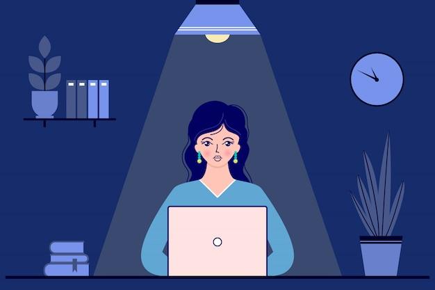 Mulher de negócios no escritório à noite Vetor Premium