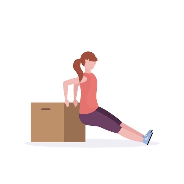 Mulher desportiva fazendo exercícios com caixa de madeira menina treinando no conceito de estilo de vida saudável de treino aeróbico de ginásio fundo branco Vetor Premium