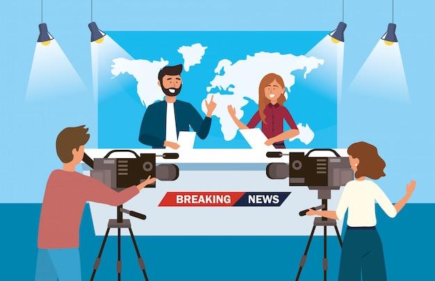 Mulher e homem repórter das notícias com câmera mulher e filmadora Vetor Premium