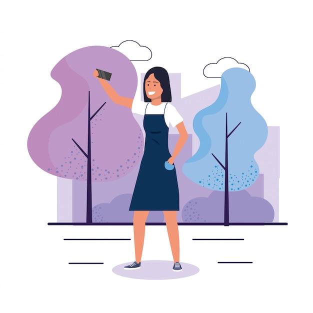 Mulher engraçada com smartphone e roupas casuais Vetor Premium