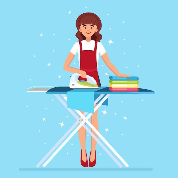 Mulher passando roupas a bordo. dona de casa fazendo trabalho doméstico. serviço de empregada. Vetor Premium