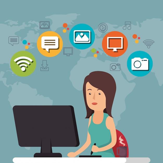 Mulher que trabalha com o ícone de mídia social Vetor grátis