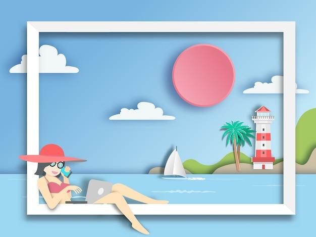 Mulher que usa o laptop no barco com fundo do mar. Vetor Premium