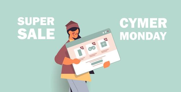 Mulher segurando a janela do navegador da web compras online cyber segunda-feira venda descontos de férias e-commerce oferta especial retrato de conceito Vetor Premium