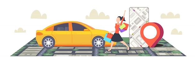 Mulher usando smartphone encomendar táxi app de navegação móvel com posição gps localização no mapa da cidade partilha de carro conceito paisagem urbana vista superior ângulo vista comprimento total horizontal Vetor Premium